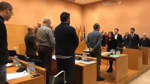 El ple ha recordat els exregidors Ignasi Duran i Pere Pons, que han mort recentment, amb un minut de silenci.