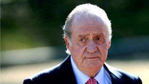 El rey Juan Carlos, resignado a usar la silla de ruedas