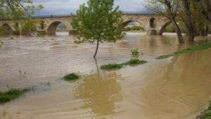 El río Duero desbordándose en una avenida en episodios pasados