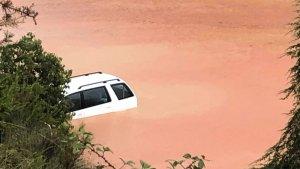 Els aiguats han atrapat molts vehicles, com aquest de Castellbisbal