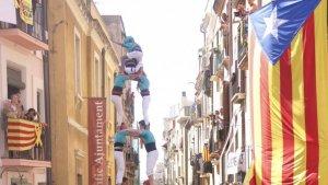 Els Castellers de Sant Pere i Sant Pau van descarregar el 2de8 amb folre a la diada de Sant Magí