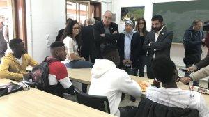 Els consellers parlant amb els joves