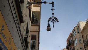 Els fanals del carrer Unió s'estan restaurant i renovant per tecnologia LED.
