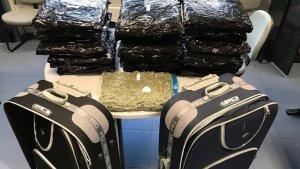 Els Mossos van localitzar vint quilos de marihuana a l'interior de les maletes