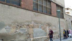 En els últims dies han caigut fragments de façana al carrer Smith.