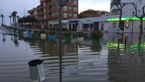 Este domingo un frente de lluvias fuertes ha provocado más de un centenar de incidencias en la costa de Andalucía