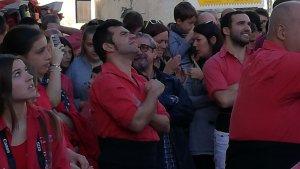 Francesc Ramon, cap de colla de la Colla Joves Xiquets de Valls, dirigint l'actuació de la Fira de Vila-rodona