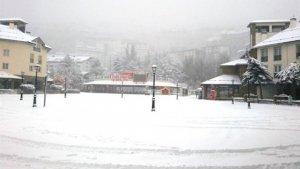 Imagen de la nieve que ha provocado el corte de la carretera.