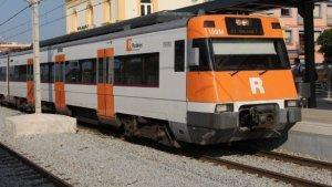 Imatge d'arxiu d'un tren de l'R2 de Rodalies.