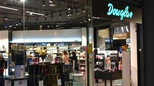 Imatge de la botiga que la cadena de cosmètics Douglas té al Parc Central