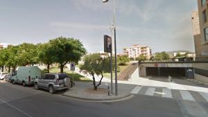 Imatge de l'entrada del pàrquing municipal de l'Hospitalet, a la plaça Berenguer d'Entença
