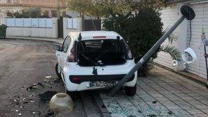 Imatge de l'estat en que va quedar el vehicle que estava aparcat