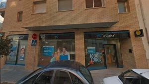 Imatge de l'oficina de CaixaBank de Mont-roig del Camp on es va produir l'atracament.
