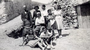 Imatge que es pot descobrir durant la ruta. És la família Inglès Casanovas al castell de Figuerola.