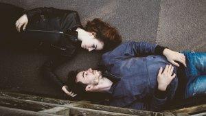 La anarquía relacional promueve una concepción más abierta de las relaciones amorosas y sociales en general.
