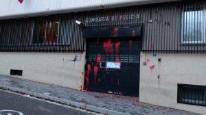 La comissaria de la Polícia Nacional de Terrassa ha aparegut pintada aquest divendres