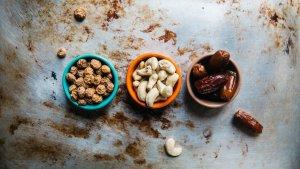 La tiamina (vitamina B1) es una enzima que participa en los procesos de metabolización de carbohidratos.