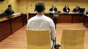 L'acusat s'enfrontava a 5 anys de presó per abusar pressumtament de la filla de la seva parella
