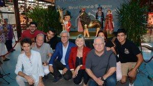 L'alcalde Ballesteros, la consellera Ferrando i el joier Serramià durant la presentació de les figures