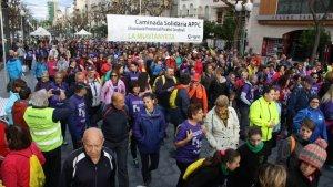 Més de 800 persones han participat en la caminada solidària La Muntanyeta