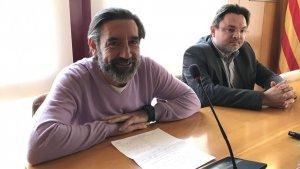 Pere Gomés, en primer pla, i l'altre regidor del PDECat a Altafulla, Xavier Rofas.