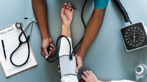 Según la OMS la salud no sólo incluye la falta de enfermedad física sino también los factores psicológicos y sociales.