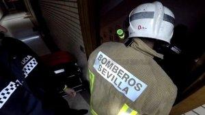 Un hombre ha muerto por un incendio en su casa en Sevilla.
