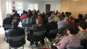 Un moment de l'assemblea de veïns d'aquest dissabte celebrada a El Mas del Plata.