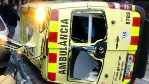 Una ambulància del SEM ha bolcat a La Llagosta