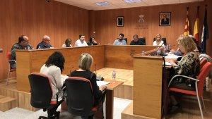 Una imatge de la sessió plenària extraordinària d'aquest dilluns, 5 de novembre, a l'Ajuntament de Roda de Berà.