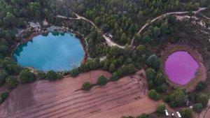 Vista aérea de la laguna rosada, color bien diferente a la de su hermana