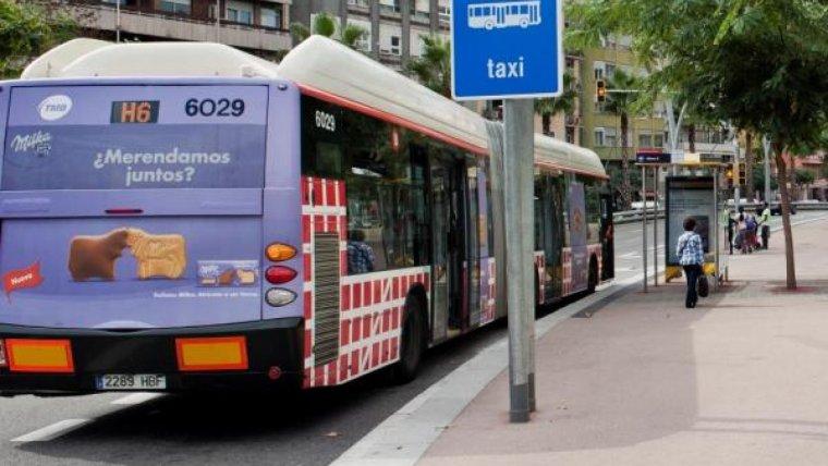 El jove es ba oblidar la motxilla en un autobús de la línia H6 de Barcelona