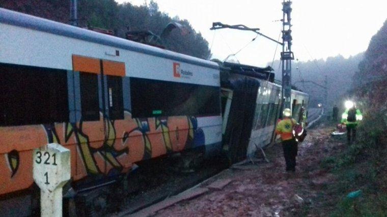 El tren ha descarrilat a Vacarisses a causa d'una esllavissada