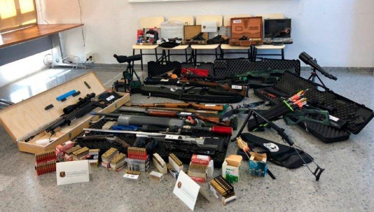Tot l'arsenal que Manuel M.S. tenia a casa per assassinar Pedro Sánchez