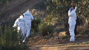 Agentes de la Unidad Científica de la Guardia Civil siguen trabajando en la zona donde apareció el cadáver