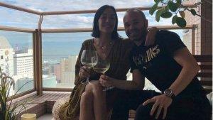 Andrés Iniesta i la seva dona, Anna Ortiz, a la terrassa del seu pis al Japó
