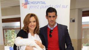 Beatriz Trapote y Víctor Janeiro tras el nacimiento de su primer hijo, Víctor