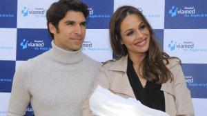 Cayetano Rivera y Eva González con su hijo Cayetano
