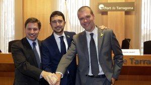 D'esquerra a dreta, Josep Andreu, Damià Calvet i Josep Maria Cruset al port de Tarragona.