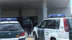 Detingut un conductor d'un autobús escolar baix els efectes de la cocaïna quan transportava xiquets a Requena