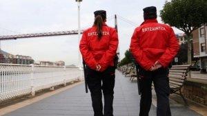 Dos agents de l'ertzaintza, en una imatge d'arxiu