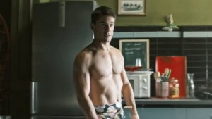 El actor Alejo Sauras subió la temperatura con su desnudo en 'Estoy vivo'
