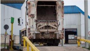 El cadáver ha sido hallado en un camión de basura como el que aparece en la fotografía
