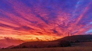 El cel rogent seguirà present a la sortida i posta de sol