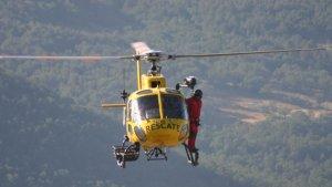 El helicóptero de salvamento de Protección Civil ha sido clave para encontrar a los senderistas
