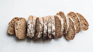 El pan, tanto dulce como salado, puede elaborarse fácilmente con recetas caseras.