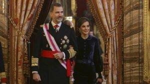 El rey Felipe y la reina Letizia, con un diseño de Felipe Varela en la Pascua Militar 2018