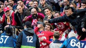 Els aficionats de l'Atlètic de Madrid celebren un gol matalasser.