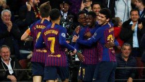 Els jugadors del Barça celebren el gol de Dembélé.