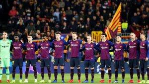 Els jugadors del Barça guarden un minut de silenci en homenatge a Josep Lluís Núñez